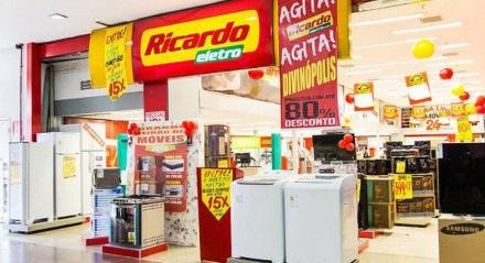 Cerca de 300 lojas no Brasil foram fechadas para que a rede reduza custos e tente a recuperação econômica