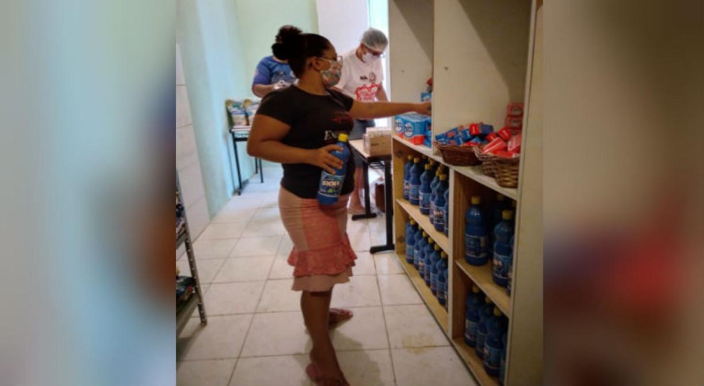Associação cria 'Mercadinho Solidário' para ajudar famílias carentes em Santo Amaro, no Recife