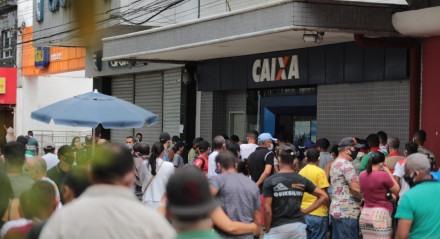 FOTO: BRUNO CAMPOS/JC IMAGEM DATA: 13.08.2020 ASSUNTO: Pagamento de auxílio emergencial gera fila em agências da Caixa em Jaboatão.