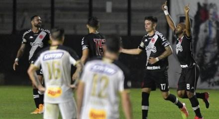 Felipe Bastos marcou dois gols no duelo entre Vasco e Sport pelo Campeonato Brasileiro