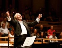 Devido ao cancelamento dos eventos artísticos por causa da pandemia, o maestro João Carlo Martins resolveu migrar seus concertos para o âmbito digital