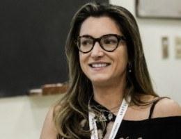 A jornalista Patrícia Campos Mello lançou o livro