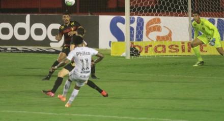 Gol de Marinho do Santos na partida entre os times de futebol do Sport (PE) X Santos (SP), válido pelo campeonato brasileiro da série A, realizada na Ilha do Retiro em Recife.