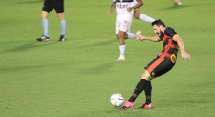 Lance da partida entre Sport e São Paulo, na Ilha do Retiro, em Recife, válida pela série A do Campeonato Brasileiro 2020.