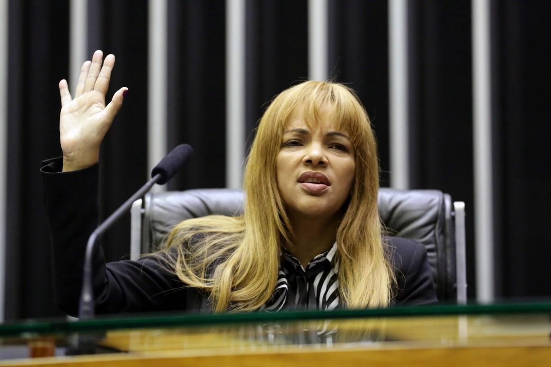 É falso que Flordelis assumiu Secretaria da Mulher da Câmara após posse de Lira