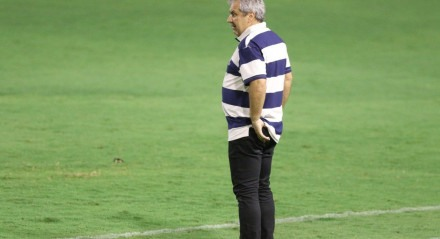 Gilson Kleina, Técnico do Náutico. Lances do jogo Náutico X Figueirense, válido pel Campeonato Brasileiro da Série B, no Estádio dos Aflitos.