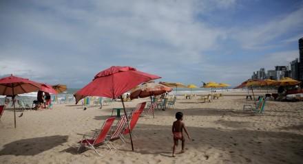 03.09.2020 - PRAIA - Movimentação da Praia de Porto de Galinhas e Boa Viagem e preparação para o feriado de 07 de Setembro e abertura do verão.