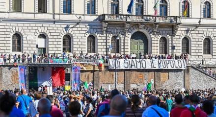 Protesto em Roma contra a vacina da covid-19 e o uso de máscaras