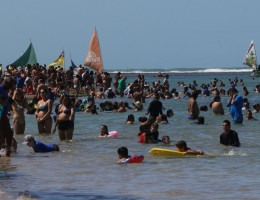 Porto de Galinhas com muita gente no domingo do feriadão de 7 de setembro