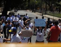 Uma comitiva foi recebida por representantes do Governo do Estado no Palácio Campo das Princesas
