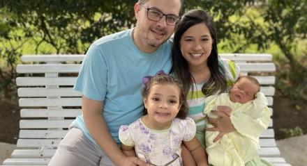 Vanessa Ramos, o pequeno Lucas e família. Parto foi realizado no Hospital Português