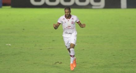 Lances da partida entre os times do Náutico (PE) e Botafogo (SP) valido pela décima rodada do campeonato brasileiro da série B, balizado no estádio dos Aflitos em Recife,Prnambuco.