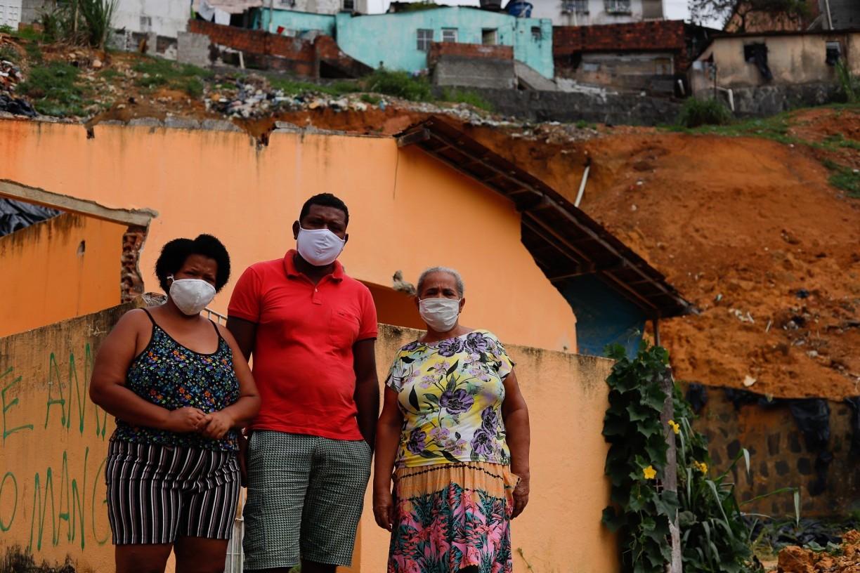 Sobreviventes de tragédia que matou 7 em Dois Unidos, no Recife, lutam contra esquecimento das autoridades