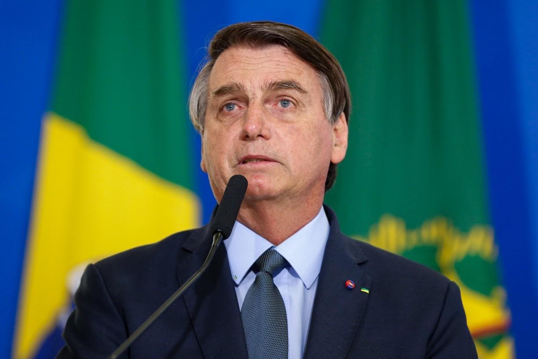 Bolsonaro diz que fez 'aproximação' ao citar auxílio emergencial de mil dólares