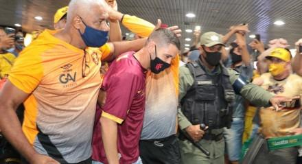 Chegada do novo reforço do Sport Thiago Neves no Aeroporto do Recife