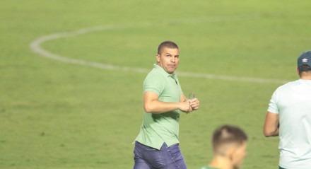 Lance do jogo entre Náutico e o Chapecoense válido pela décima rodada do campeonato brasileiro de futebol série B, no estádio dos Aflitos em Recife, Pernambuco.