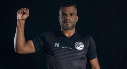 Ex-goleiro Nilson, que foi vítima de racismo por parte da torcida do Náutico em 2002 , é protagonista da campanha contra o racismo