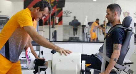 Thiago Neves assinou com o Sport até o fim da Série A.