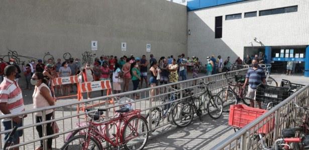 Mais de 700 agências estarão abertas neste sábado pelo Brasil. Em Pernambuco, a Caixa abriu 47 unidades para atender a população.