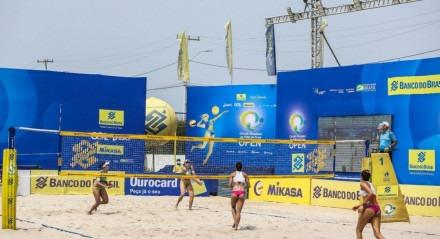 Protesto político foi feito na etapa de Saquarema do Circuito Brasileiro de Vôlei de Praia