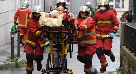As vítimas estão em situação muito grave, de acordo com a polícia de Paris.