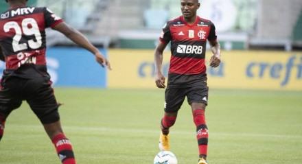 Flamengo entrou em campo com vários garotos, entre eles, o prata da casa Ramón