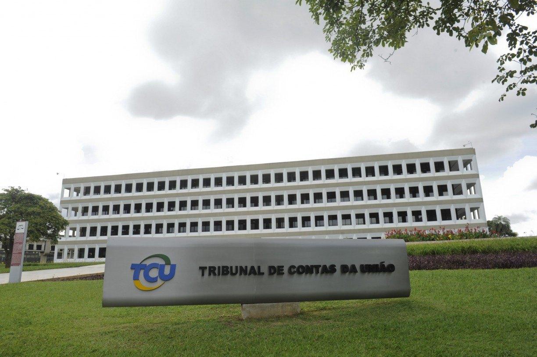 Parlamentares pernambucanos defendem investigação do 'tratoraço' do governo bolsonaro