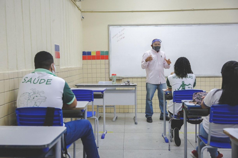 Professores da rede estadual decidem acatar decisão judicial e encerram greve em Pernambuco