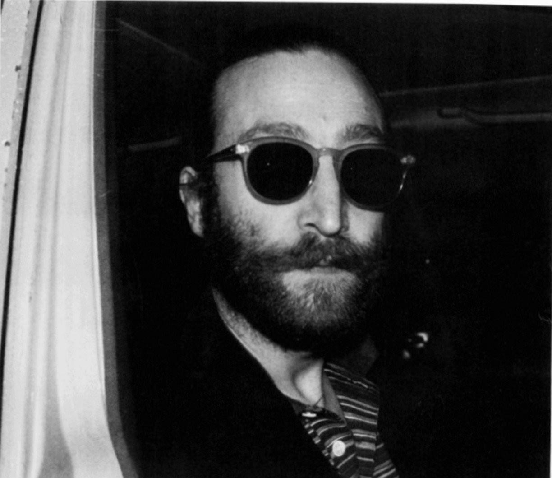 Mark Chapman lia um livro antes de atirar em John Lennon