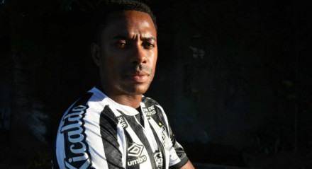 Robinho acerta contrato de cinco meses com o Santos