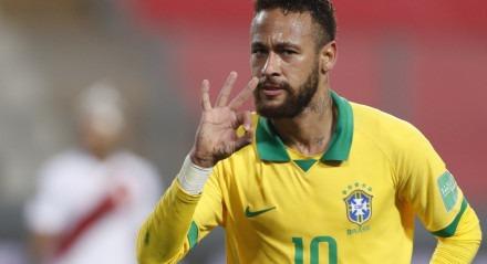 Neymar marcou três gols na partida contra o Peru