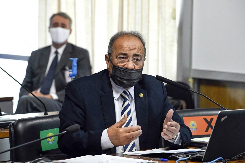 Flagrado com dinheiro entre as nádegas, senador Chico Rodrigues vira alvo do Conselho de Ética