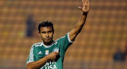Vinícius é cria da base do Palmeiras e estava atuando no Larissa, da Grécia