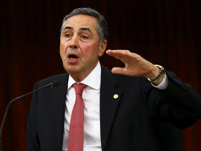 Barroso pede que plenário do STF decida sobre afastamento de senador