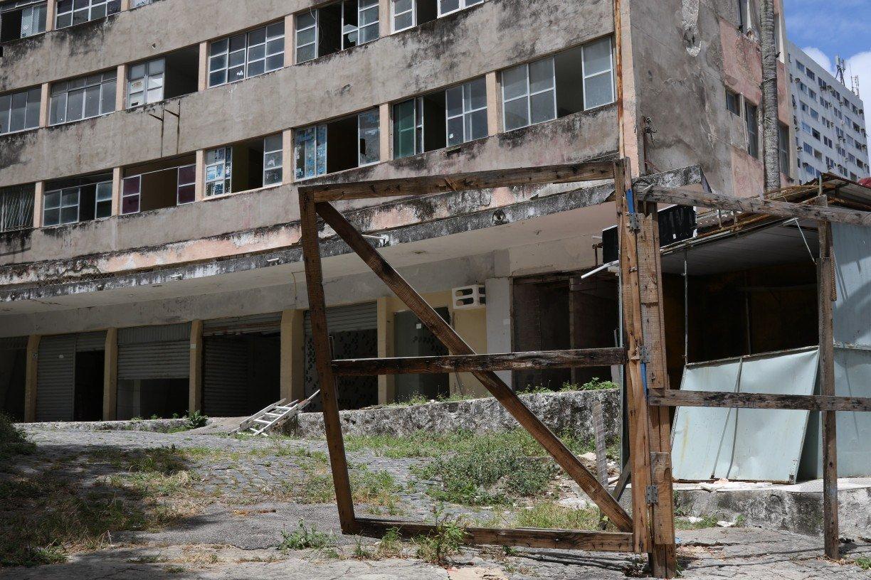 Após quase 2 anos de interdição, situação do Edifício Holiday, no Recife, é de desesperança