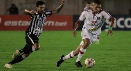 Santa Cruz enfrentou o Treze no estádio Amigão