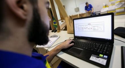 Brasília - Competidores que participarão do Worldskills 2017 realizam treinamento no Centro de Treinamento do Senai-DF (Marcelo Camargo/Agência Brasil)