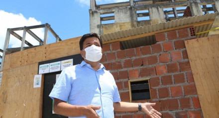 Mendonça Filho (DEM) visita obras paradas de habitacionais da Prefeitura do Recife