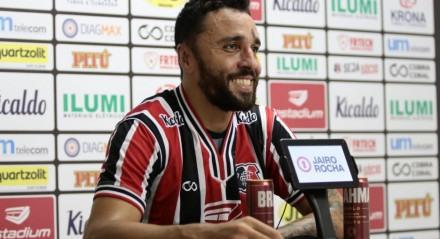 Caio Mancha estreou com a camisa do Santa Cruz no último sábado (17), contra o Treze-PB