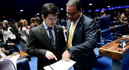 O líder da Rede, senador Randolfe Rodrigues e o do PDT, senador Weverton, defendem a imunização da população