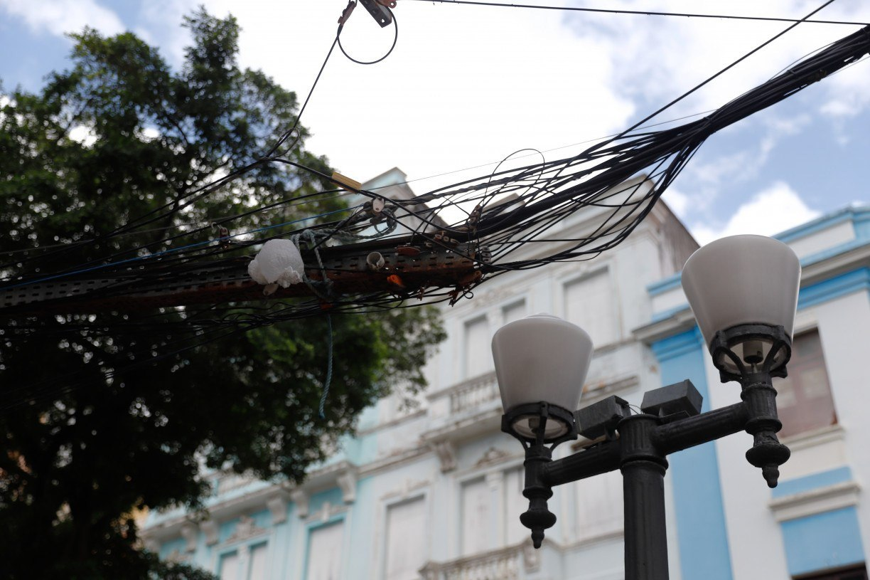 Mesmo com lei e projetos, fiação embutida ainda é desafio no Recife