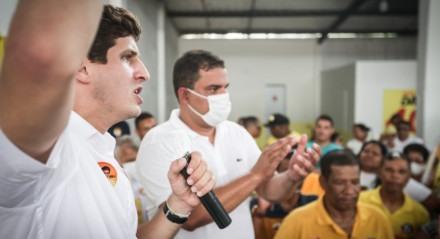João Campos visita o bairro da Várzea, na Zona Oeste do Recife