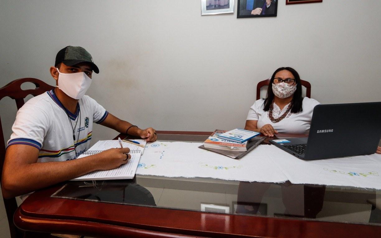Durante pandemia, professora de Itaquitinga abriu a própria casa para alunos sem internet