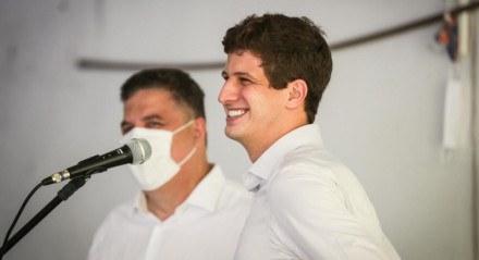 João Campos, candidato a prefeito do Recife, em reunião com líderes evangélicos