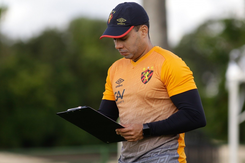 Jair Ventura quer Sport com mais finalizações