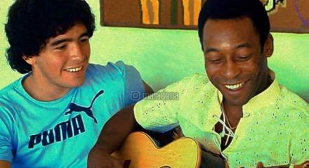Foto de Maradona e Pelé no ano de 1979, quando os jogadores se conheceram pessoalmente.