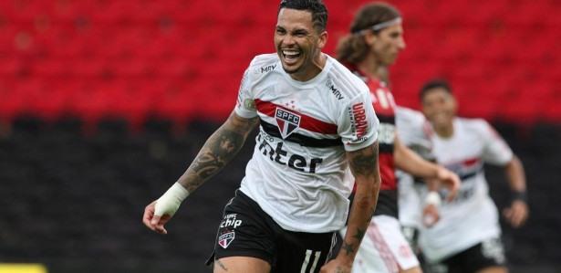 Volpi pega dois pênaltis e São Paulo goleia Flamengo por 4 ...
