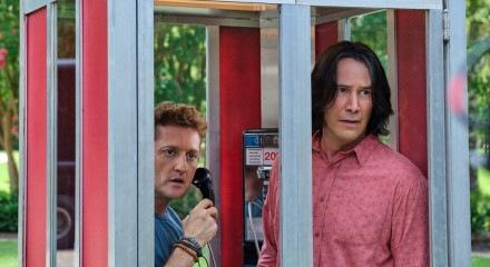 Alex Winter (E) e Keanu Reeves em cena de Bill & Ted - Encare a Música