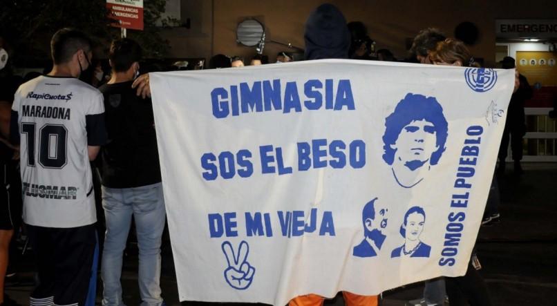 Ex-Atacante argentino, Diego Maradona, passou por uma cirurgia cerebral