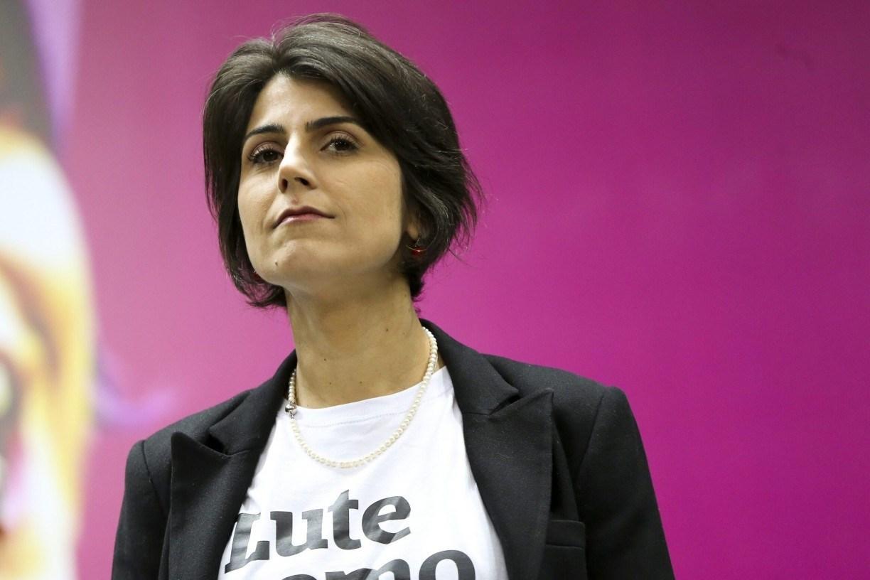 Manuela vota em Porto Alegre e critica campanha marcada por fake news